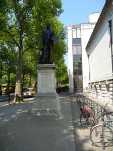 Statue John Millais